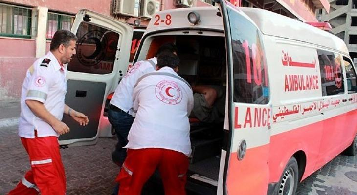 إصابة مواطن إثر سقوطه أثناء عمله بالخليل.jpg