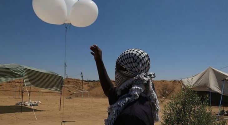 مصادر عبرية: إطلاق بالونات حارقة من غزة