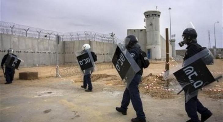 سجن عوفر وجنود صهاينة