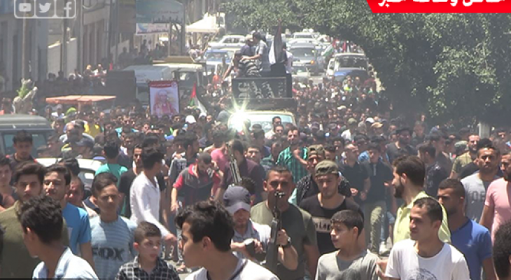 """جماهير """"غزة"""" تُشيّع جثمان الشهيد يوسف الفصيح إلى مثواه الأخير"""