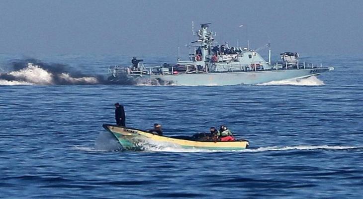 """بحرية الاحتلال تُسيطر على قارب فلسطيني وتقتاد من عليه إلى ميناء """"أسدود"""""""