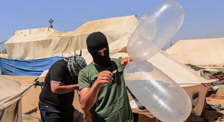 """الإعلام العبري: حماس تُرسل رسائل لـ""""إسرائيل"""" عبر إطلاق البالونات الحارقة"""