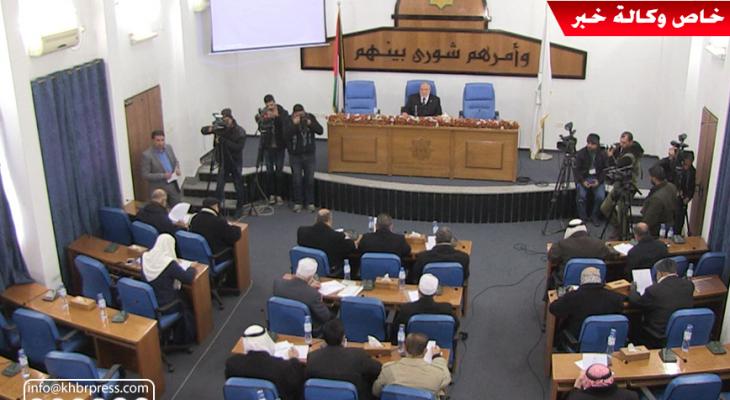 """بالفيديو: بغياب نواب """"دحلان"""".. المجلس التشريعي يعقد جلسة طارئة بغزّة"""