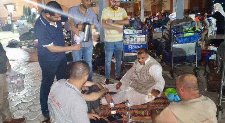 """بالصور: تيار """"فتح"""" الإصلاحي يستقبل حجاج غزة بالقاهرة"""