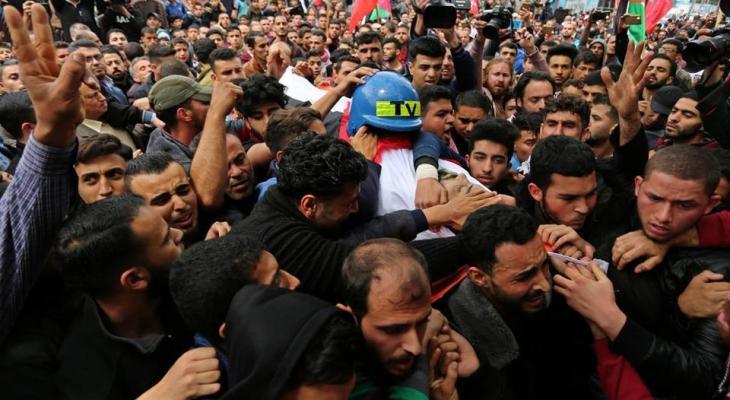 بالفيديو والصور: انطلاق مراسم تشييع جثمان الزميل الصحفي أحمد أبو حسين لمثواه الأخير
