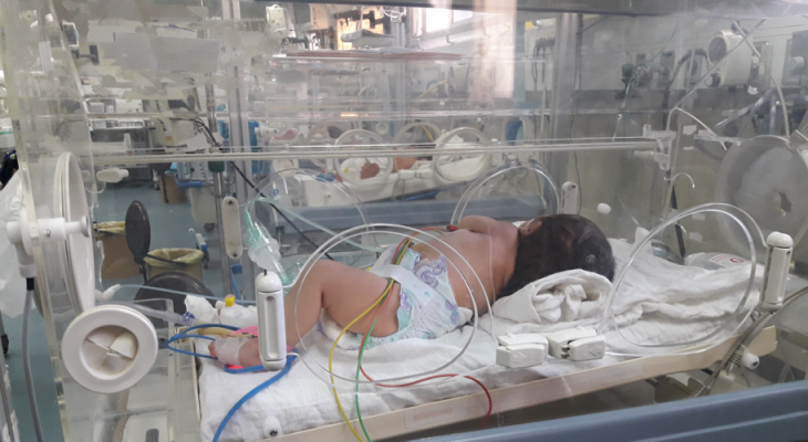 """مستشفى النصر لـ """"الأطفال"""" في غزة يدق ناقوس الخطر"""