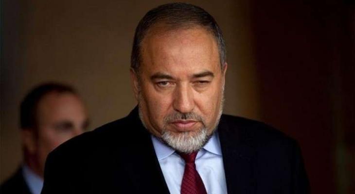 """ليبرمان: حكومة """"نتنياهو"""" ستمسح الشهر المقبل بإدخال الأموال القطرية لغزّة"""