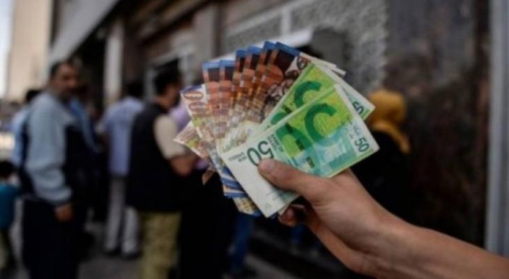 وعود من قبل وزارة المالية في القطاع، بتحسين الدفعات المالية للموظفين خلال الأشهر المقبلة.