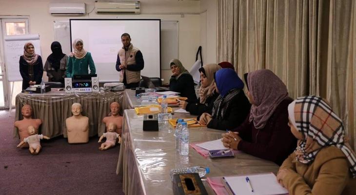"""بالصور: مركز """"حياة"""" يفتتح سلسلة دورات لموظفين برنامج """"غزة للصحة النفسية"""""""