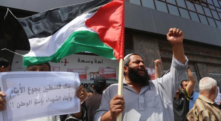 عراك بالأيدي بين موظفي السلطة وأمن بنك فلسطين بالنصيرات