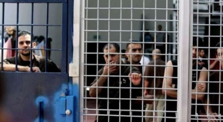 بدءًا من الجمعة المقبلة.. الأسرى داخل السجون يشرعون بإضراب مفتوح عن الطعام