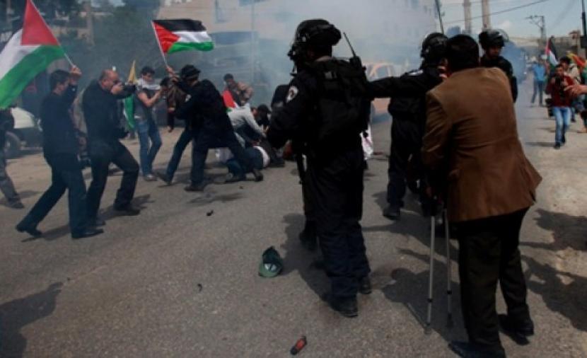 إصابة 10 مواطنين جراء قمع الاحتلال مسيرة دعم وإسناد للأسرى جنوب نابلس