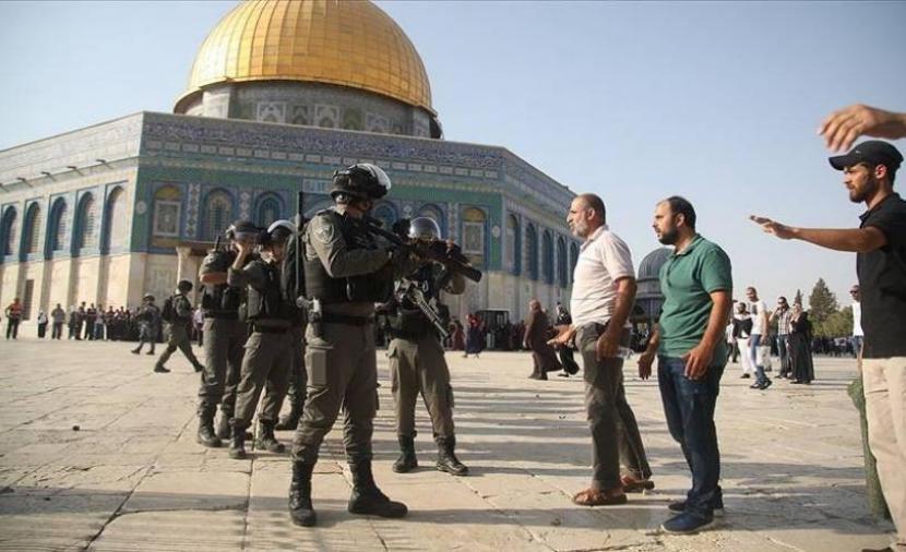 181 مستوطن يقتحمون باحات المسجد الأقصى بحراسةٍ مشددة