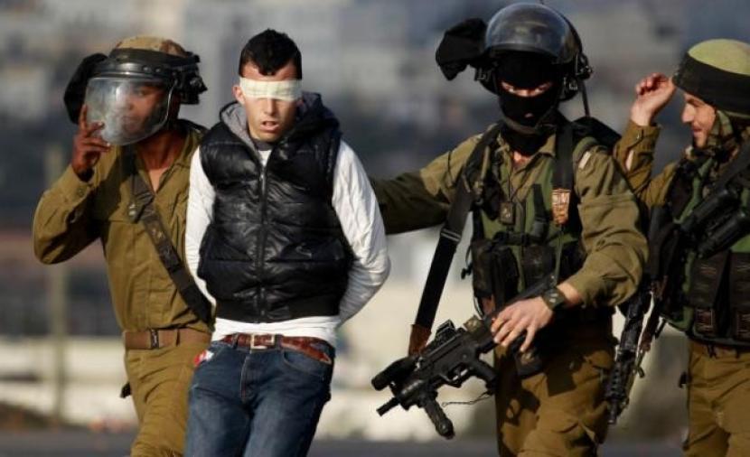 قوات الاحتلال تعتقل شابين من مدينة طوباس