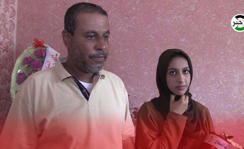 """بالفيديو: الأول على فلسطين بالثانوية العامة """"أدبي"""" سجود خالد النعامي الحاصلة على معدل 99.7%"""