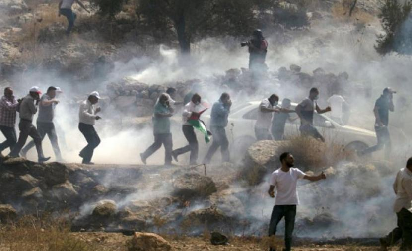 الاحتلال يقمع مسيرة مناهضة للاستطيان في بيت دجن