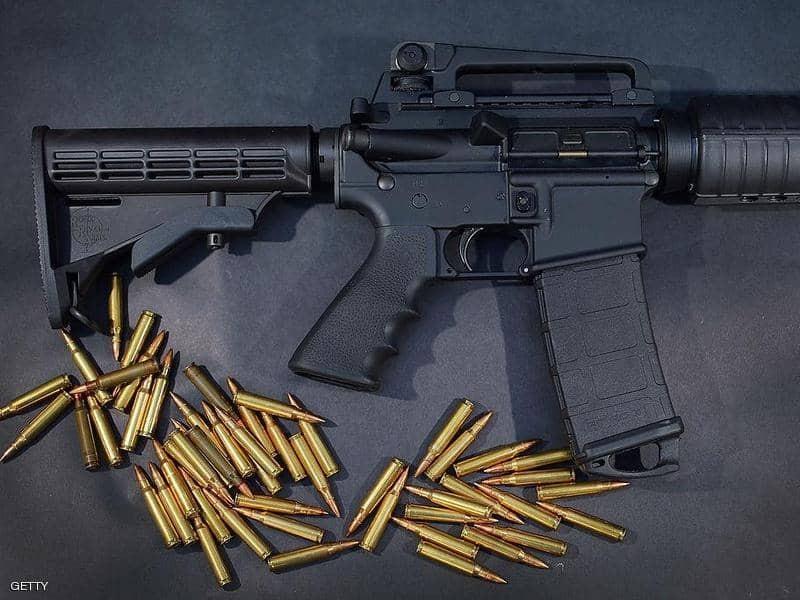 """صورة: والد تلميذ يقتحم المدرسة """"بسلاح"""" رشاش ويفتح """"النار"""" بعد شكوى ابنه"""