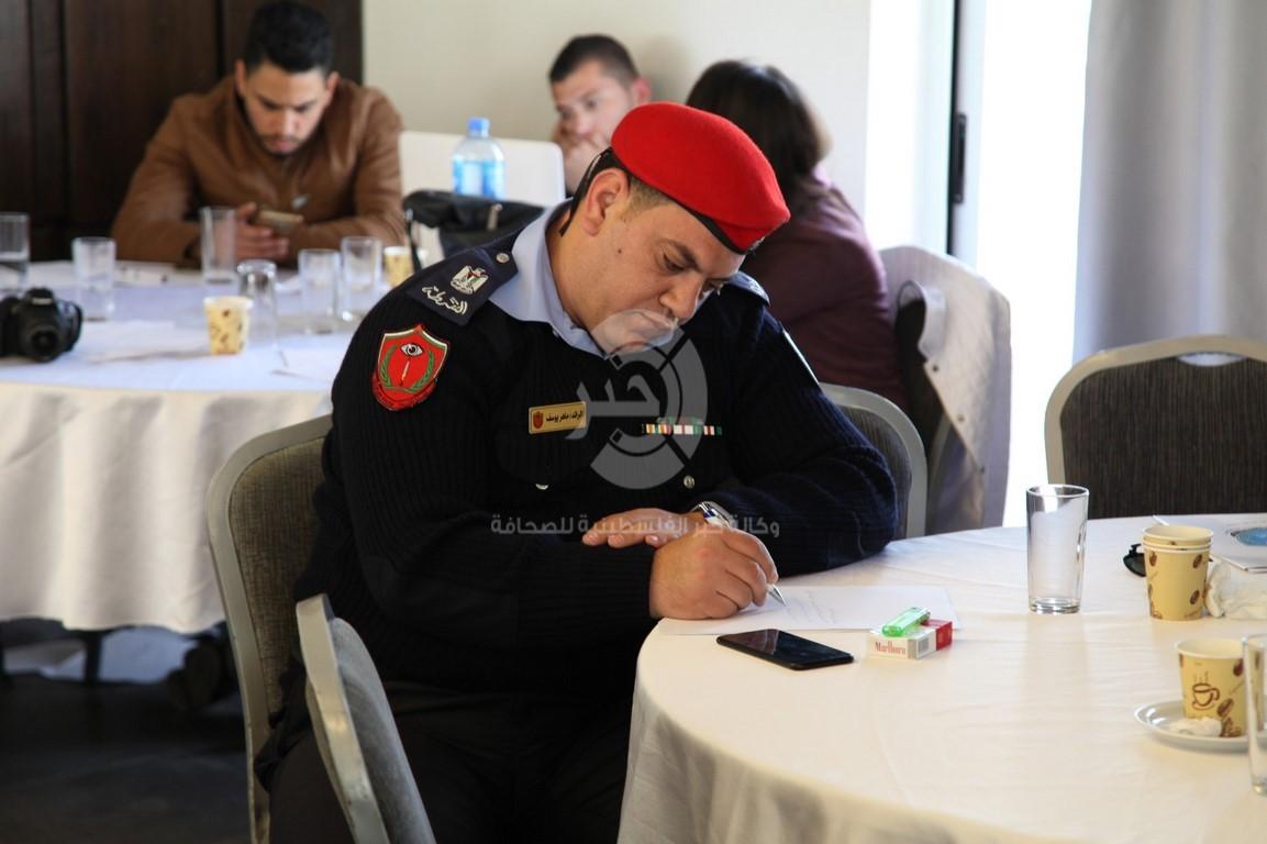 """بالصور: الشرطة تختتم مؤتمر """"العنف في الخطاب الإعلامي"""" برام الله"""