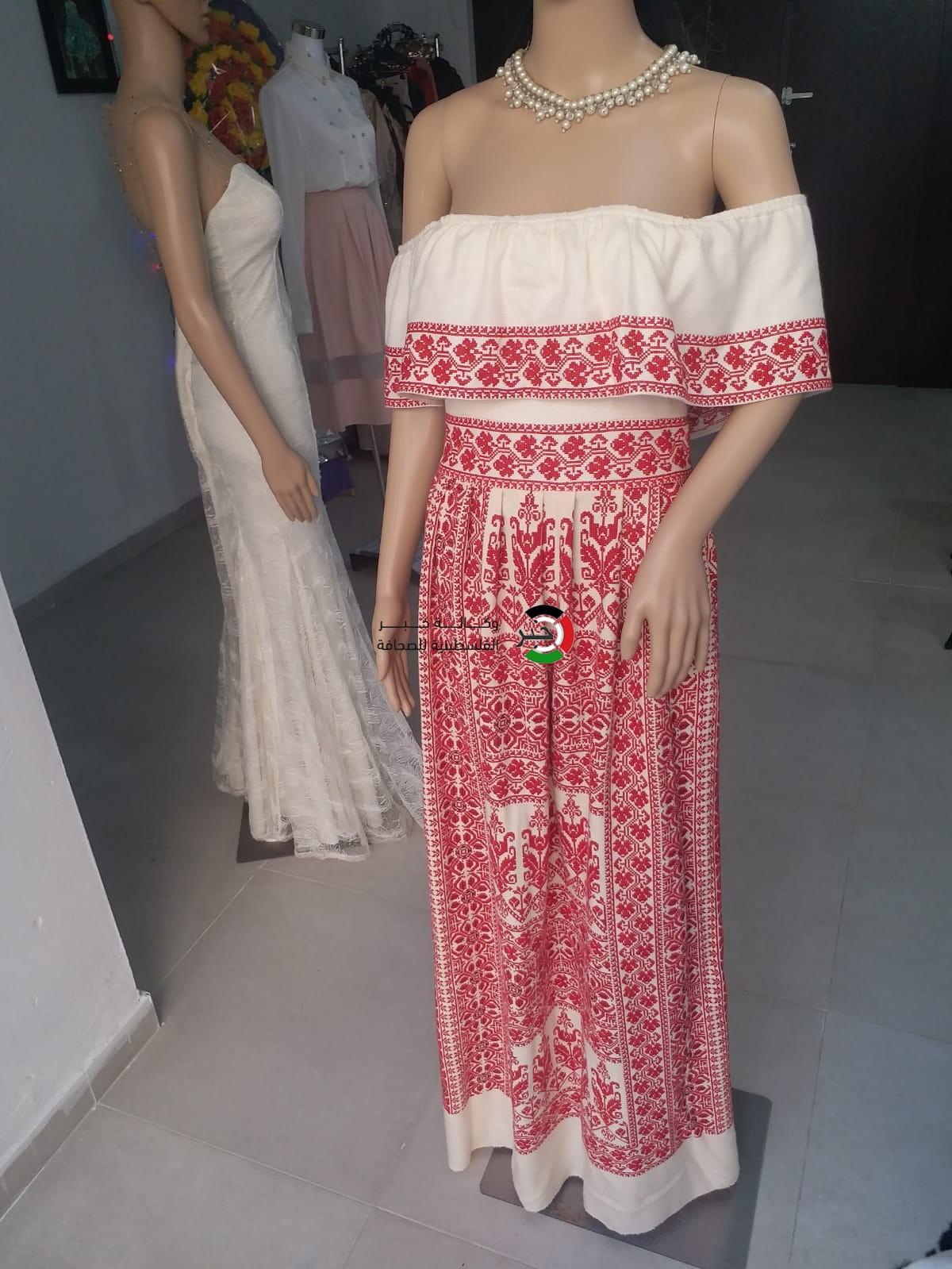 1cbbddd0008d6 بالصور  فتاتان تُنشئان معرضاً لتصميم الأزياء في غزّة - وكالة خبر ...