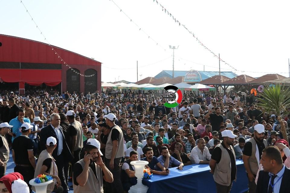 """شاهد بالفيديو والصور: مهرجان دفع دية """"40"""" شهيداً من ضحايا أحداث الانقسام في غزّة"""
