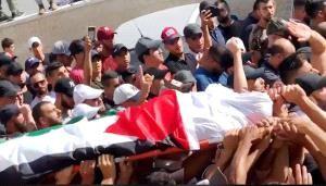 جماهير فلسطينية تُشيّع جثمان الشهيد عبيد بالقدس