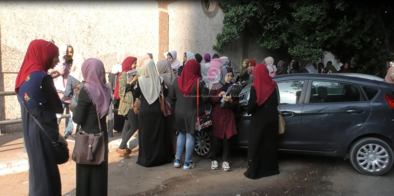 شاهد بالفيديو والصور: إغلاق أبواب جامعة الأزهر بغزّة رفضاً لتجديد ولاية رئيسها