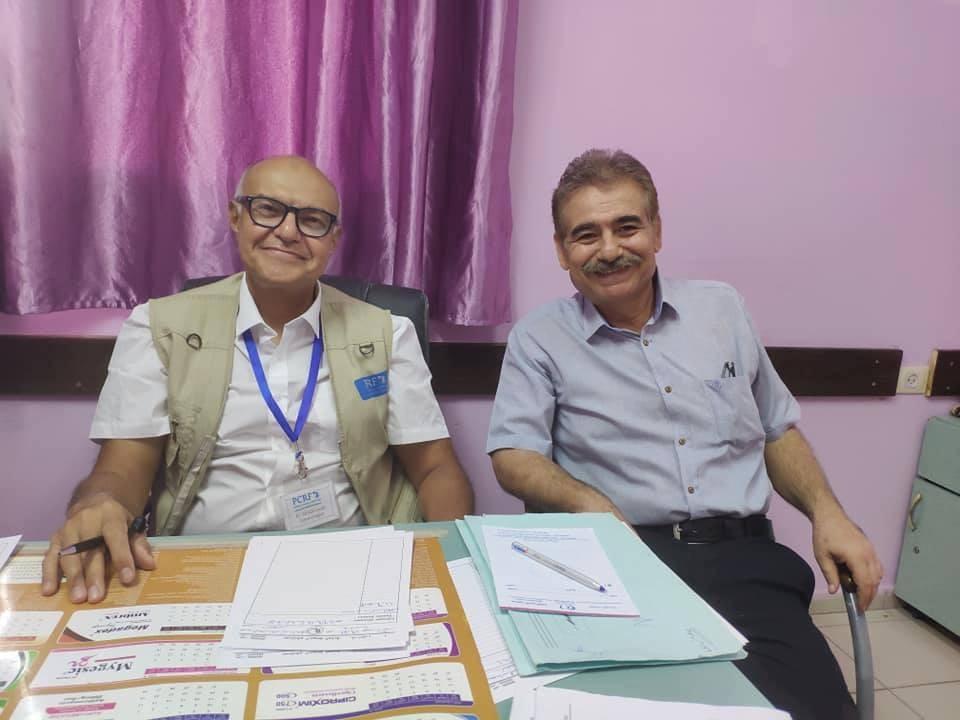د. أحمد لطفي يبدأ باستقبال حالات مرضية معقدة في مستشفى الخدمة العامة بغزّة
