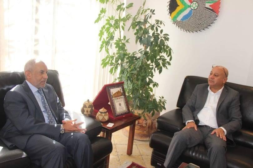 هولي وسفير افريقيا3.jpg