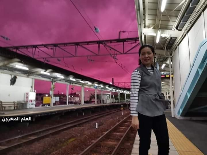 """شاهدوا: لماذا تحولت السماء إلى اللون الأرجواني مع اقتراب إعصار """"هاغيبس"""" في اليابان؟"""