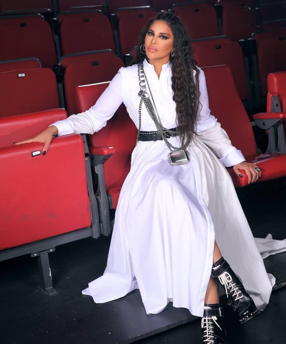 """شاهدوا:  الفنانة الإماراتية """"أحلام """" في أحدث حلقات """"ذا فويس"""".. هل كُلفة إطلالتها صادمة فعلًا؟"""