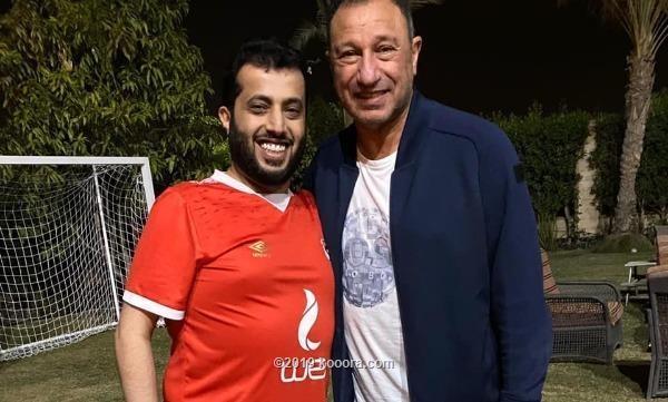 آل الشيخ ينهي خلافه مع الأهلي ويزور الخطيب في بيته