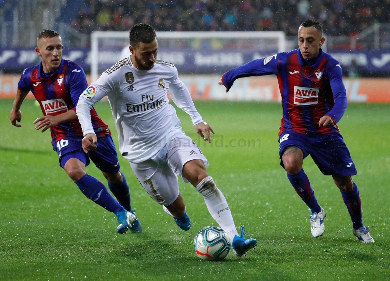 ريال مدريد يستعرض عضلاته أمام إيبار ويدك قلاعه برباعية