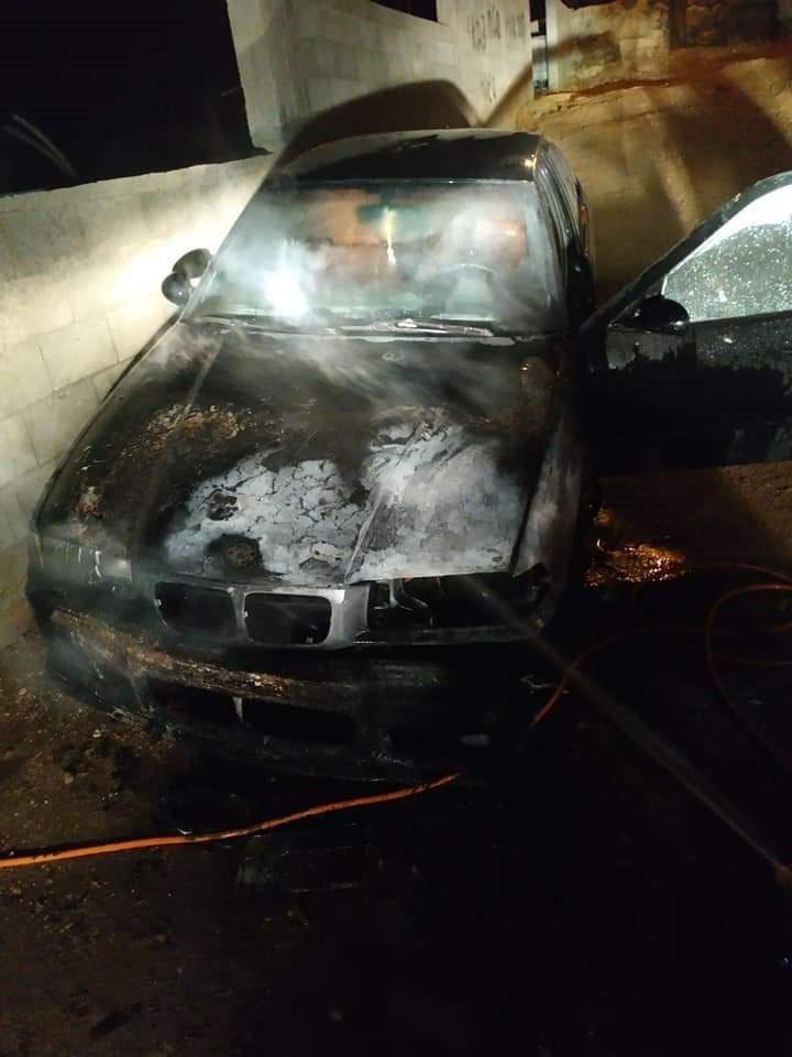مستوطنون يحرقون عددًا من مركبات المواطنين في نابلس
