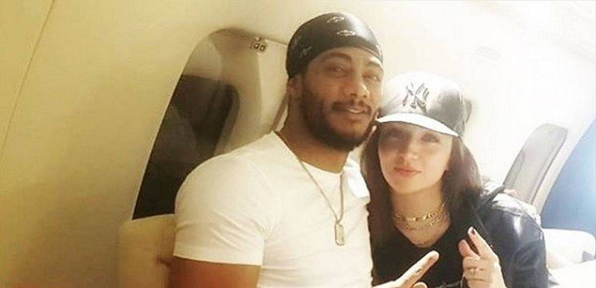 """شاهدوا: النجم """"محمد رمضان"""" يغازل زوجته في الطائرة"""