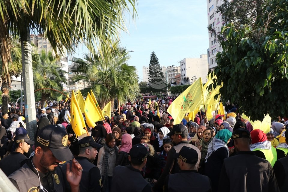 بالفيديو والصور: إيقاد شعلة الانطلاقة الـ55 للثورة الفلسطينية وحركة فتح في غزّة