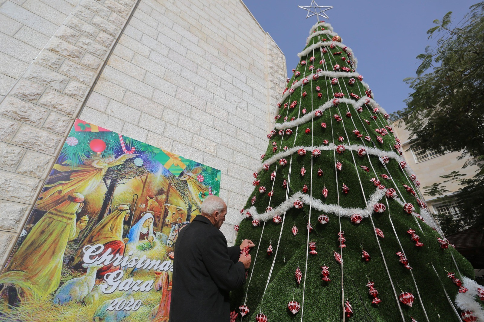 المسيحيون يحتفلون بعيد الميلاد المجيد في غزة وفق التقويم الغربي