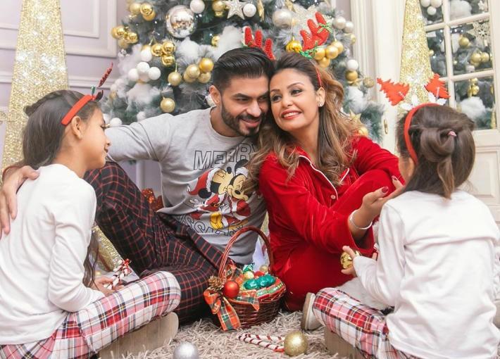"""شاهدوا: النجم المصري """"خالد سليم"""" وأسرته يحتفلون بالكريسماس"""