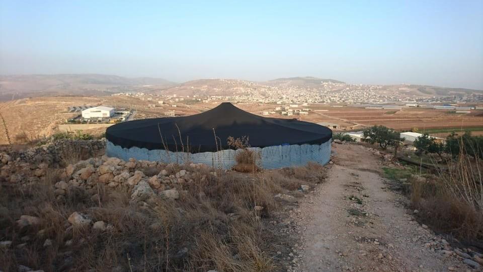 الاحتلال يهدم خزان مياه لشركة مجلي في طوباس