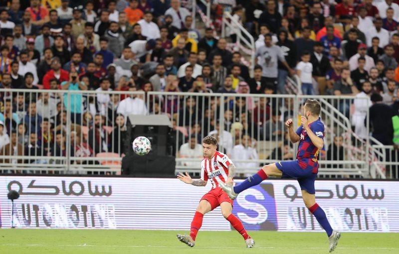 أتلتيكو يصعق برشلونة في لقاء مجنون ويبلغ نهائي السوبر