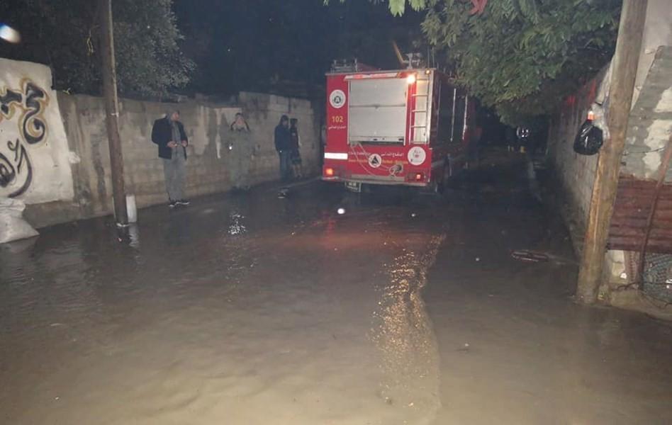 الدفاع المدني بغزة يتعامل مع 71 مهمة خلال المنخفض الجوي الأخير