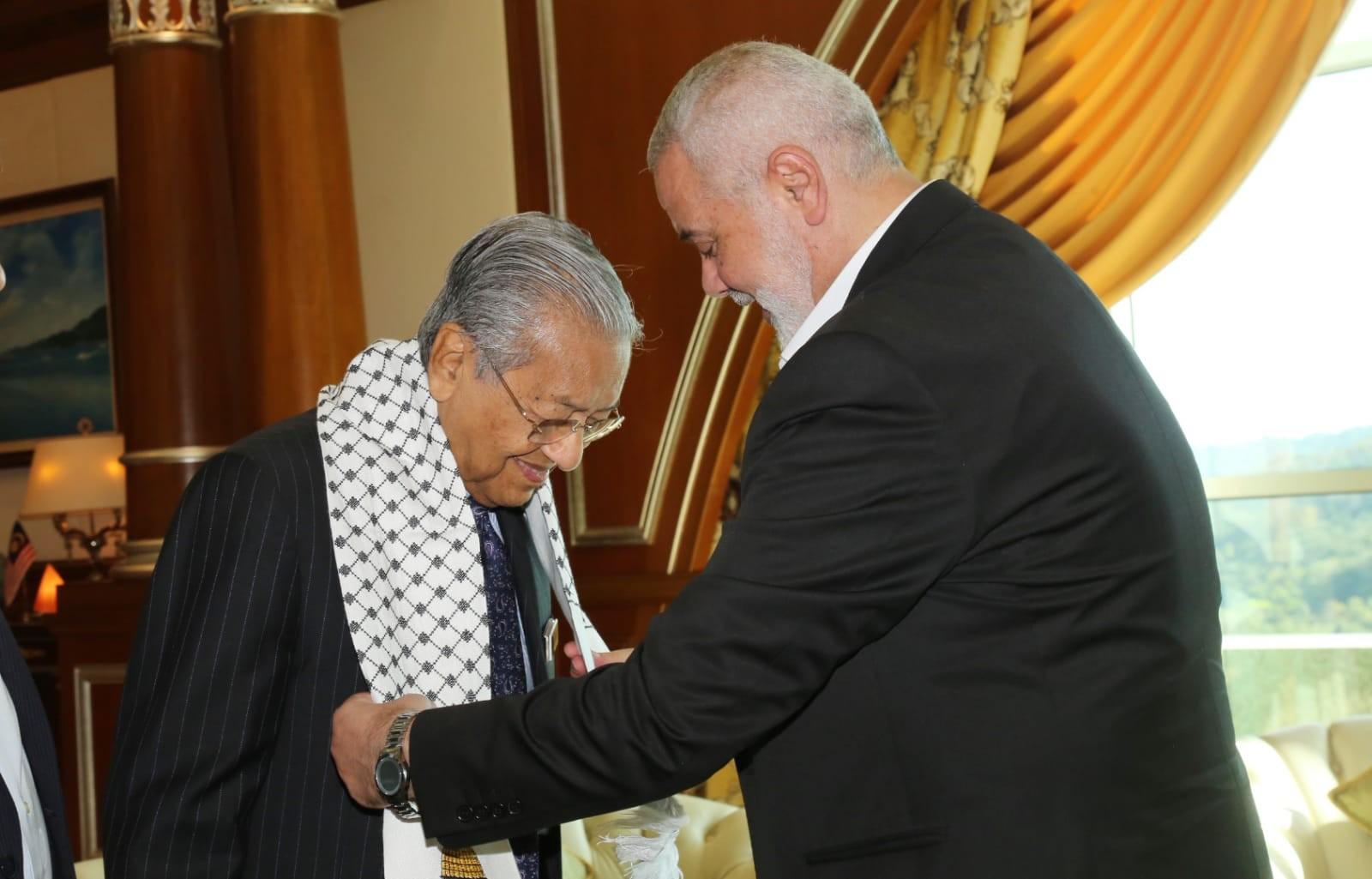 فحوى لقاء هنية برئيس وزراء ماليزيا في كولالمبور
