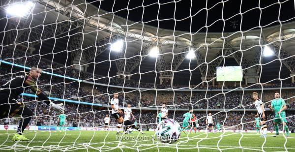 ريال مدريد يتخطى فالنسيا ويصعد انهائي السوبر