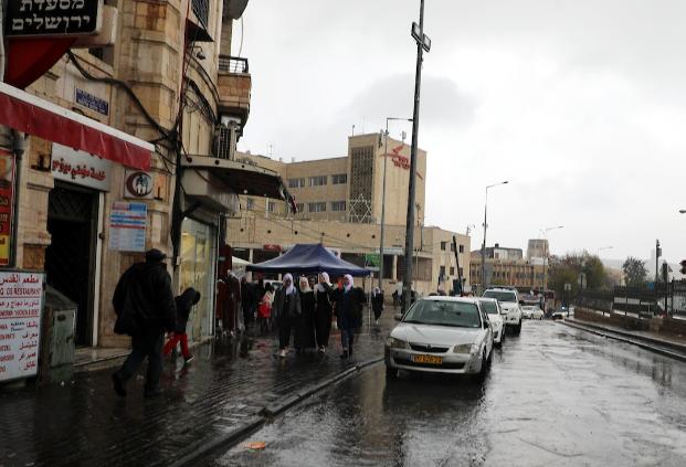 الأمطار والثلوج تتساقط على مدن الضفة والقدس المحتلة