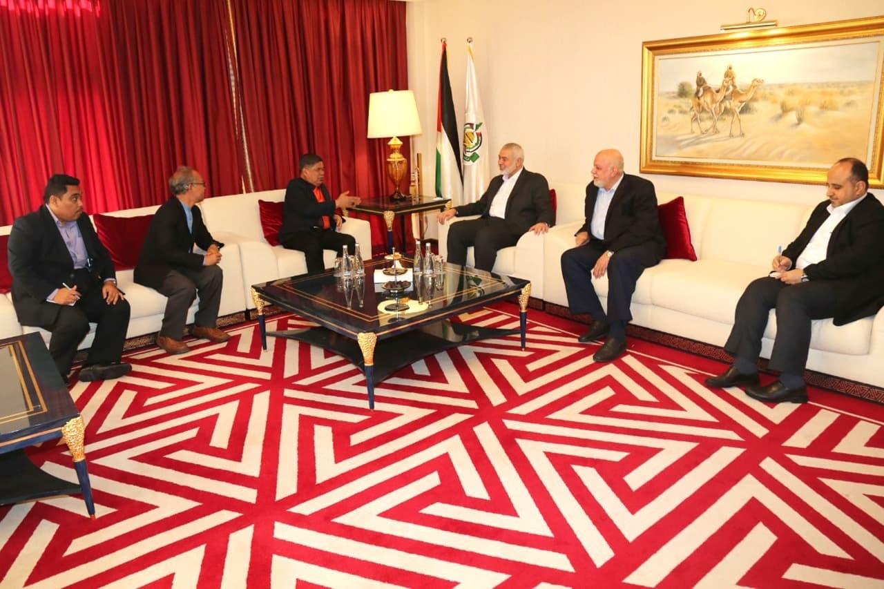 شاهد: هذا ما بحثه هنية مع وزير الدفاع الماليزي خلال زيارته لقطر!