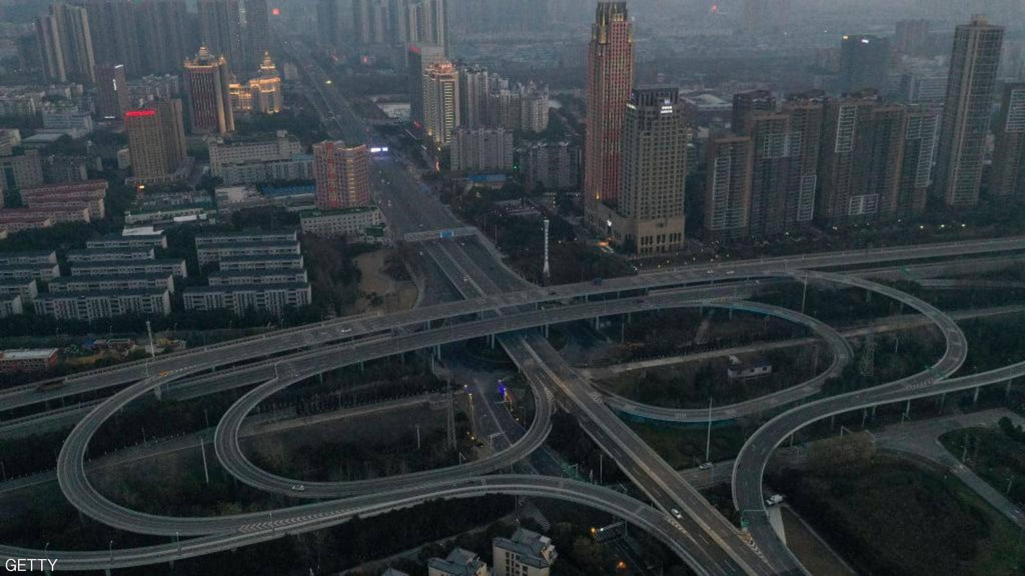 """بالفيديو والصور: مدينة """"ووهان"""" الصينية تحوّلت إلى """"مدينة أشباح"""" مفزعة"""