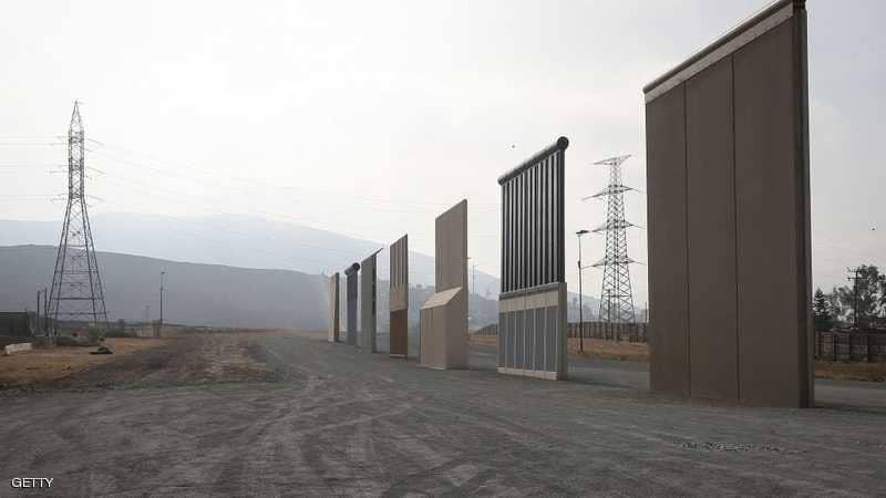 """بالفيديو والصور: جدار """"دونالد ترامب"""" كلف """"المليارات"""".. وحيلة بـ5 دولارات لعبوره في ثوان"""