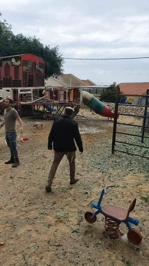 """شاهد: إصابات وأضرار في """"سديروت"""" بعد إطلاق 6 صواريخ من غزة"""
