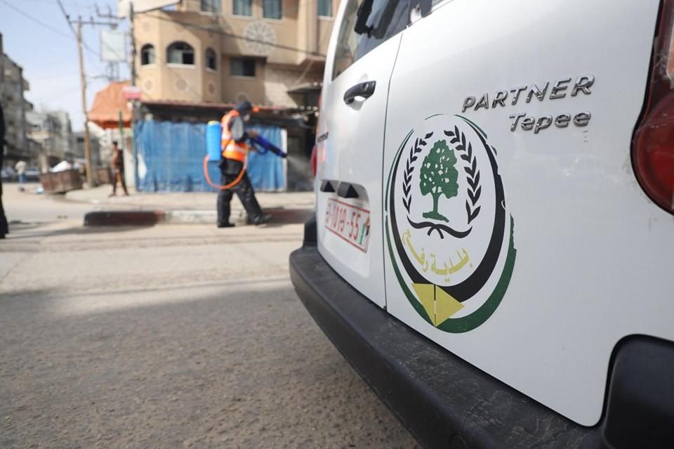 بالصور: حملة تعقيم في محافظة رفح جنوب قطاع غزة