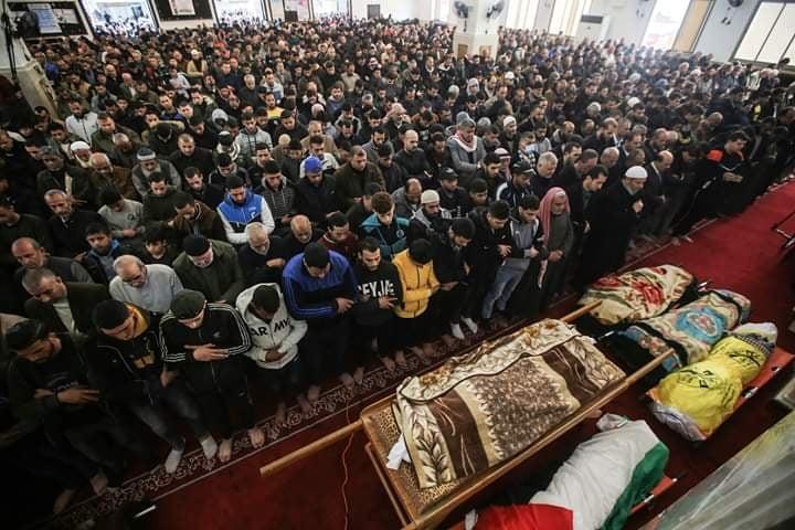 بالفيديو والصور: الآلاف يشيعون جثامين شهداء حريق النصيرات