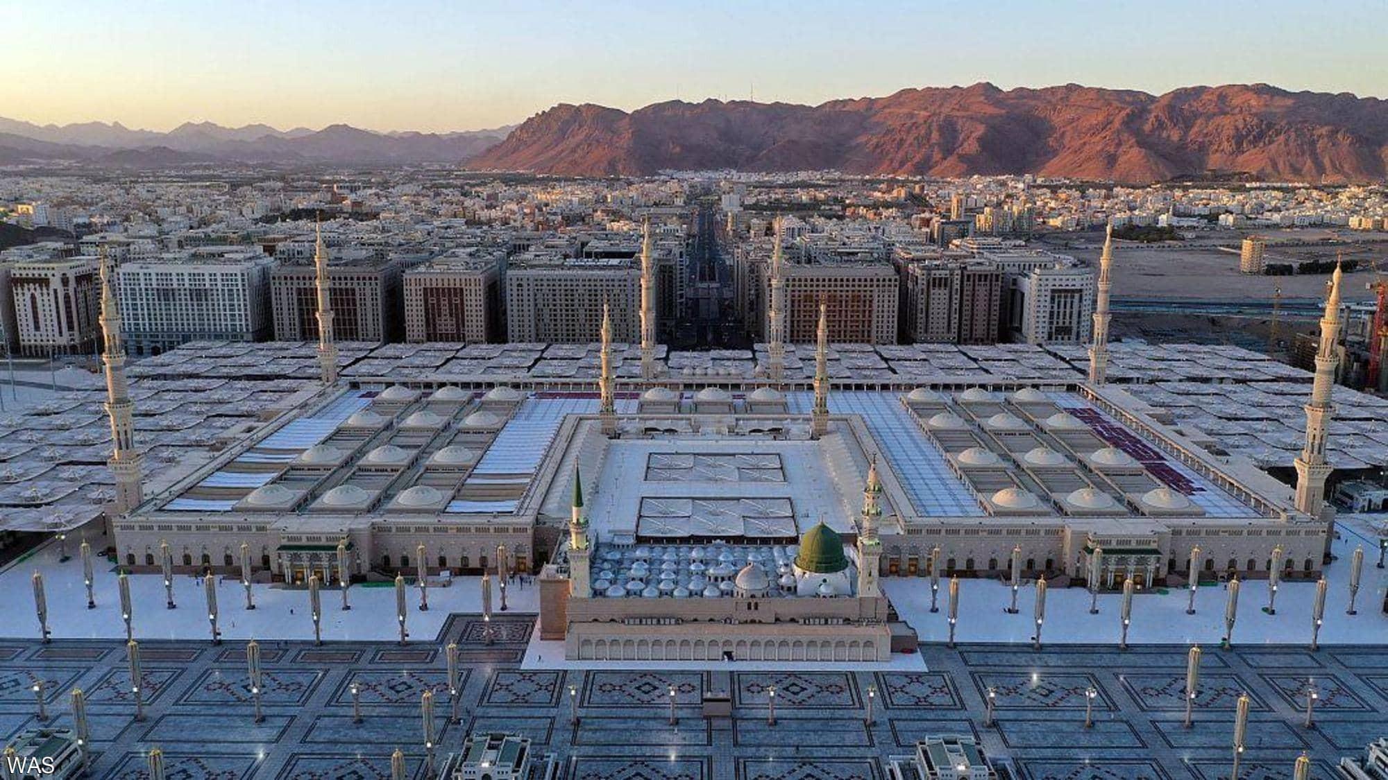 بالفيديو الصور: شاهد الالتزام المجتمعي في المسجد النبوي